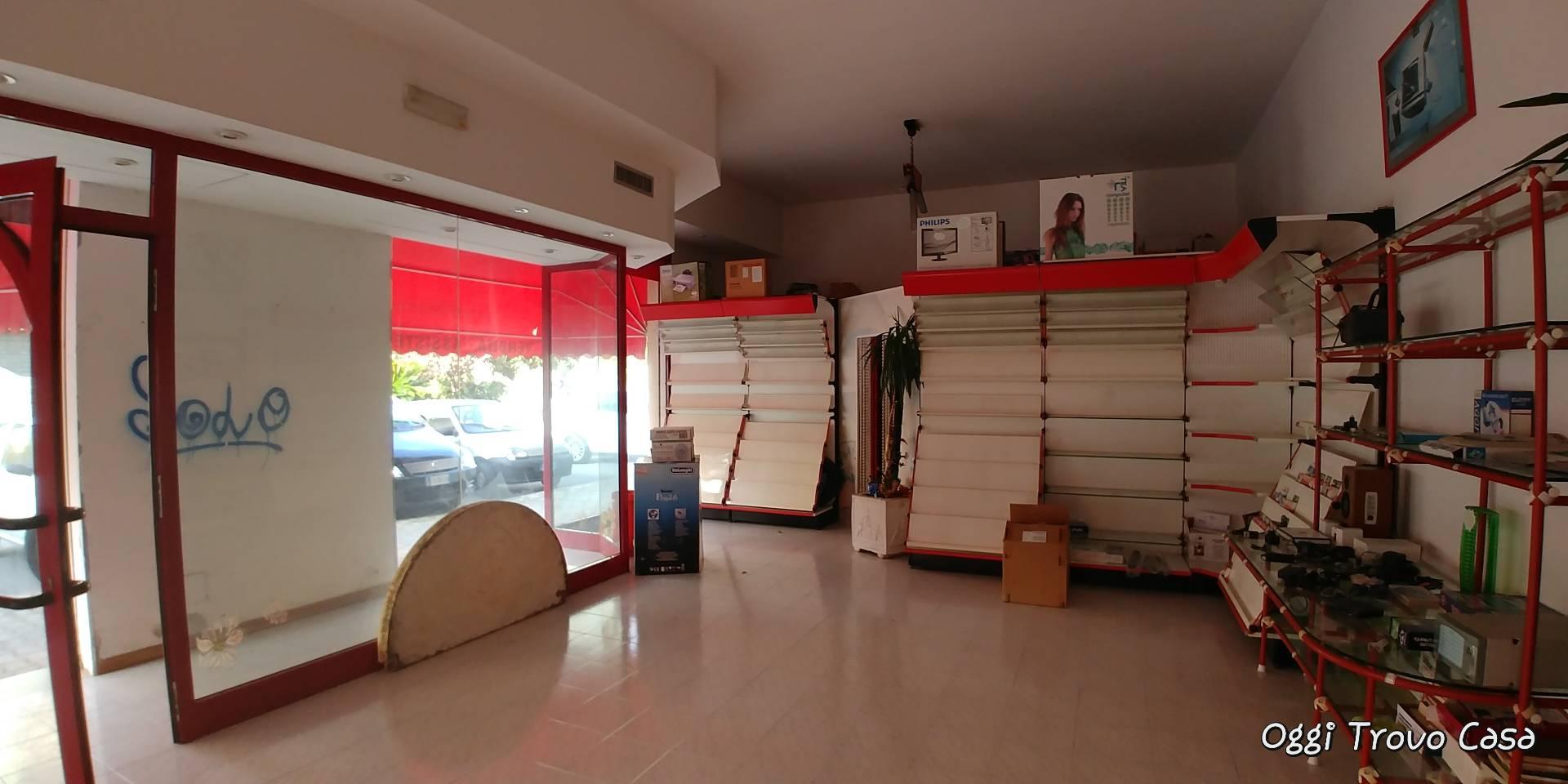 6552e8ab05 Negozio / Locale in affitto a Monteprandone, 9999 locali, zona Zona:  Centobuchi,