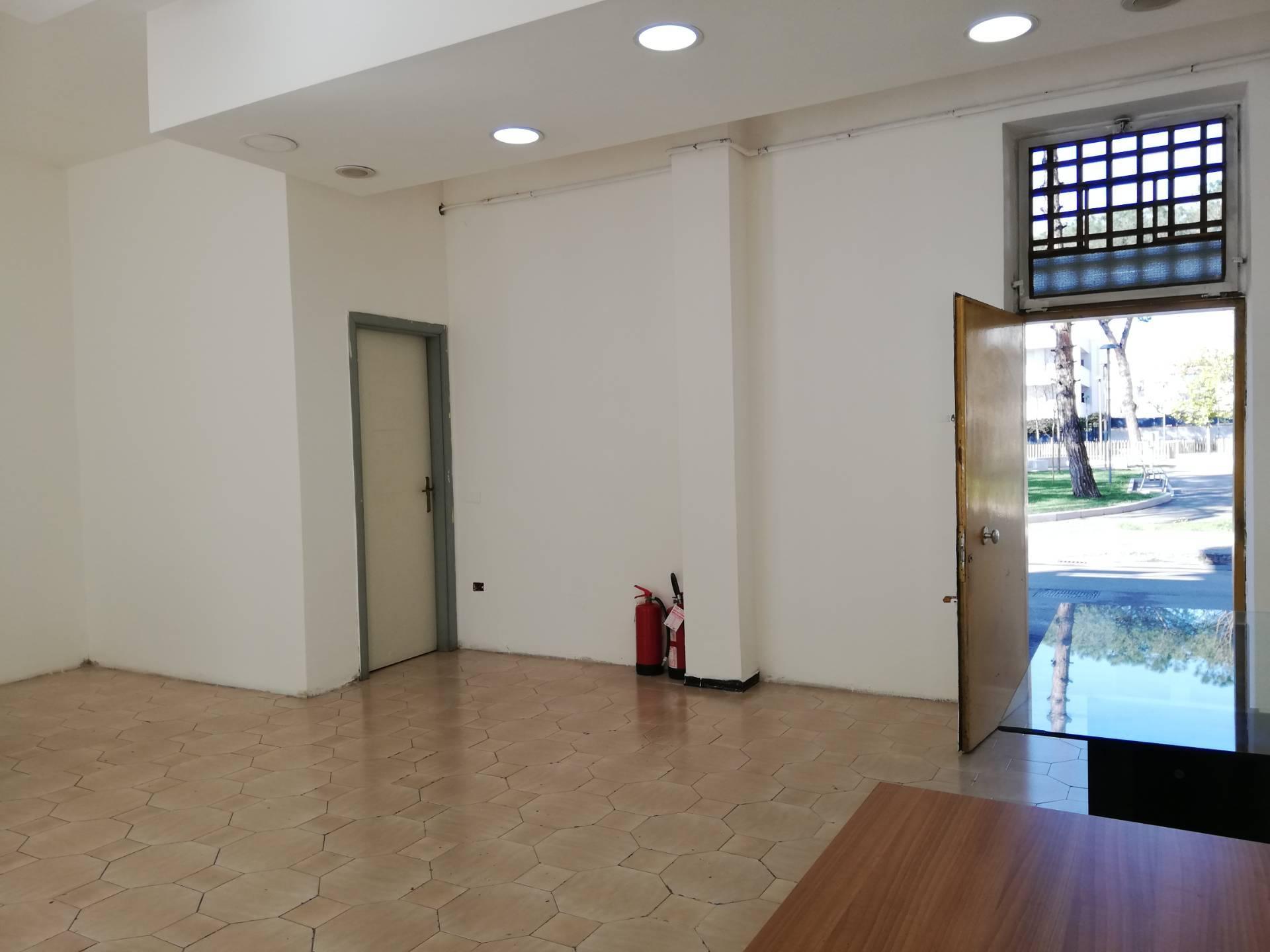 FONDO COMMERCIALE in Affitto a Pomigliano D'arco (NAPOLI)