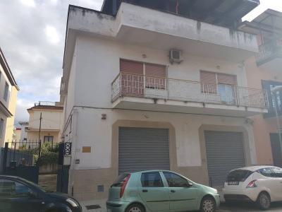 Locale commerciale in Vendita a Pomigliano d'Arco