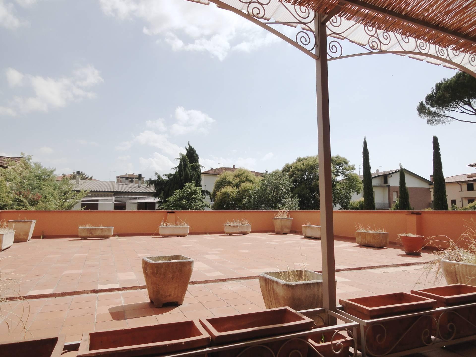 Appartamento in vendita a Pontedera, 7 locali, zona Località: Oltrera, prezzo € 200.000 | CambioCasa.it