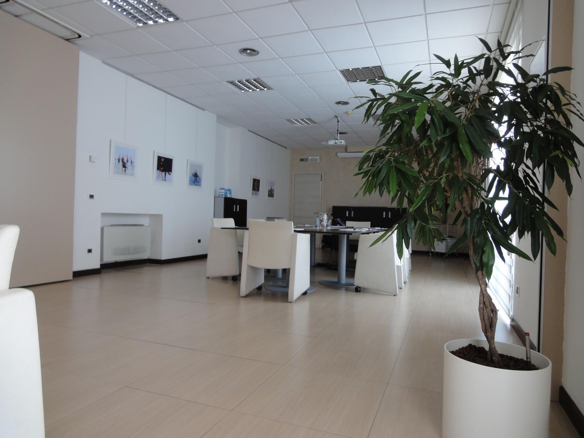 Ufficio / Studio in affitto a Pontedera, 9999 locali, zona Località: Oltrera, prezzo € 350 | CambioCasa.it