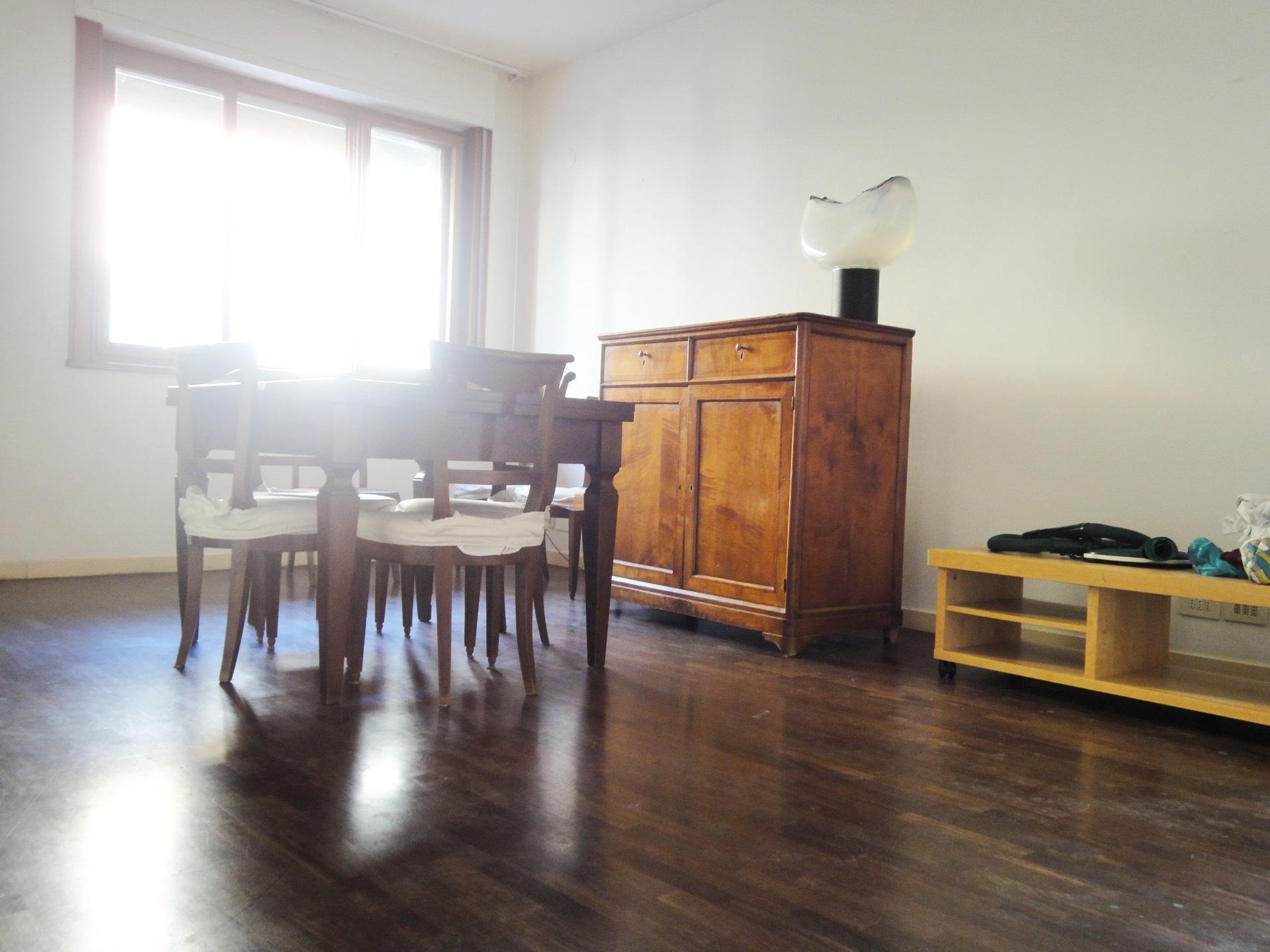 Appartamento in affitto a Pontedera, 5 locali, zona Località: Centro, prezzo € 650   CambioCasa.it