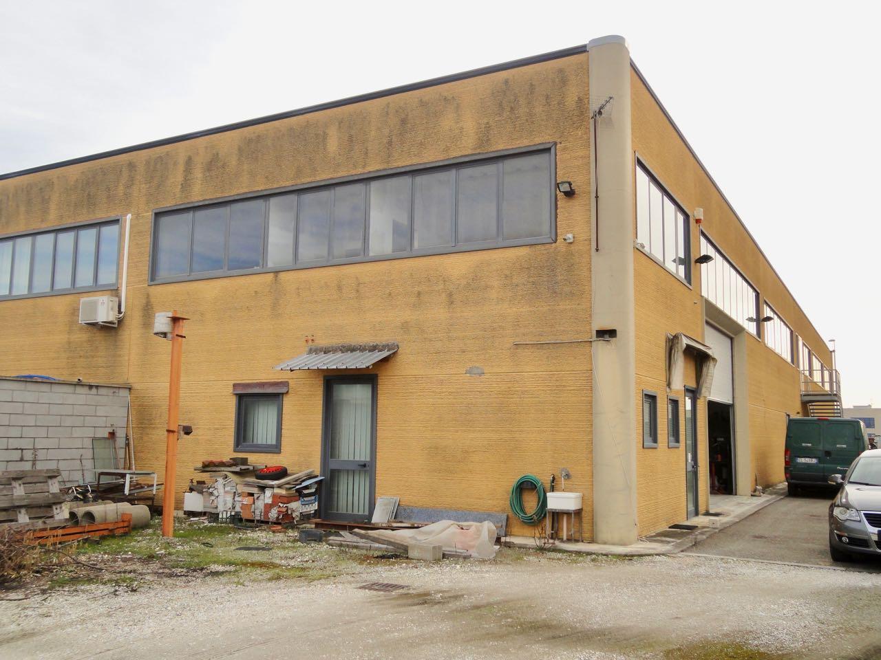 Capannone in vendita a Pontedera, 9999 locali, prezzo € 125.000   CambioCasa.it