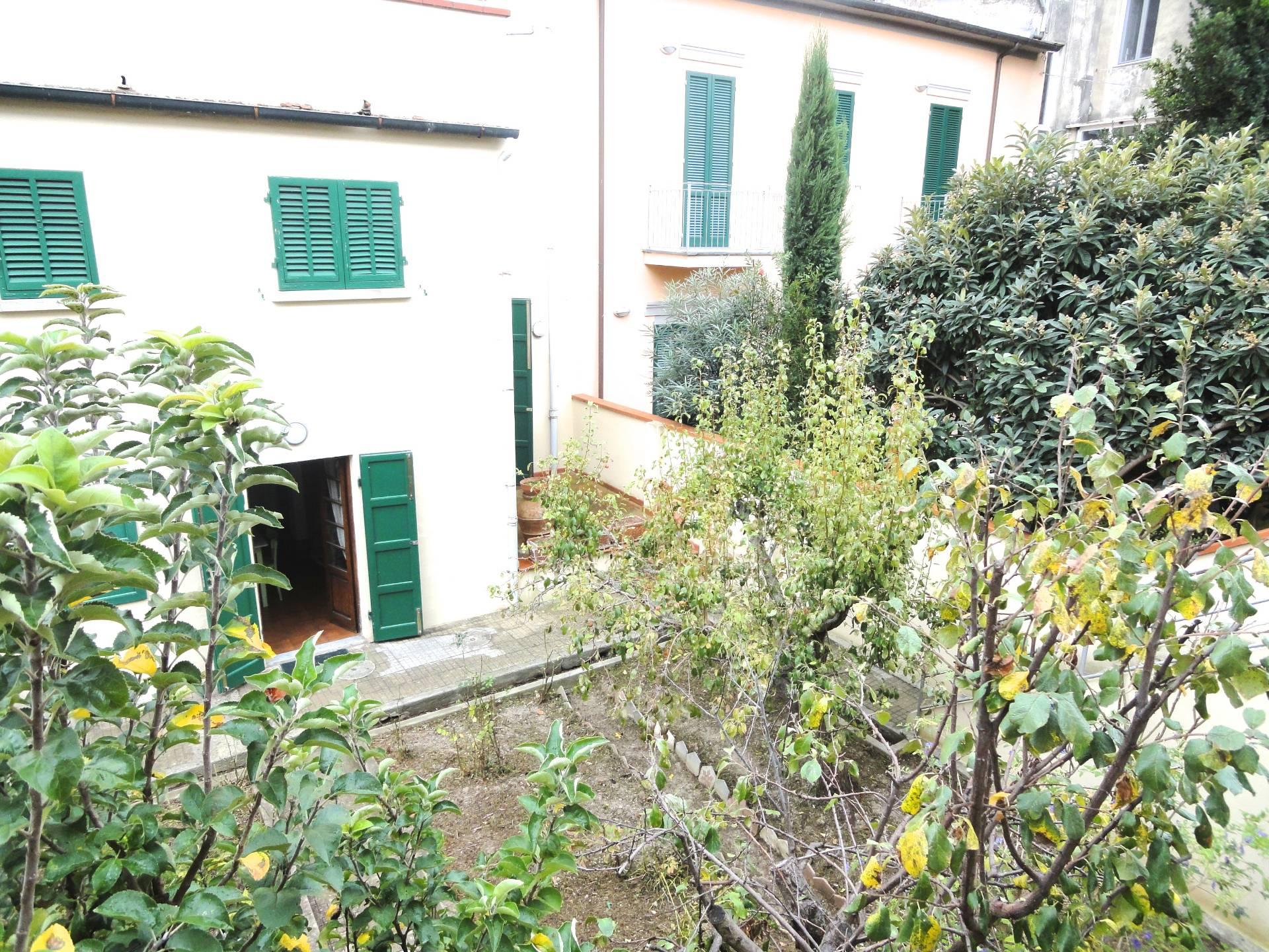 Villa a Schiera in vendita a Pontedera, 6 locali, prezzo € 300.000 | CambioCasa.it