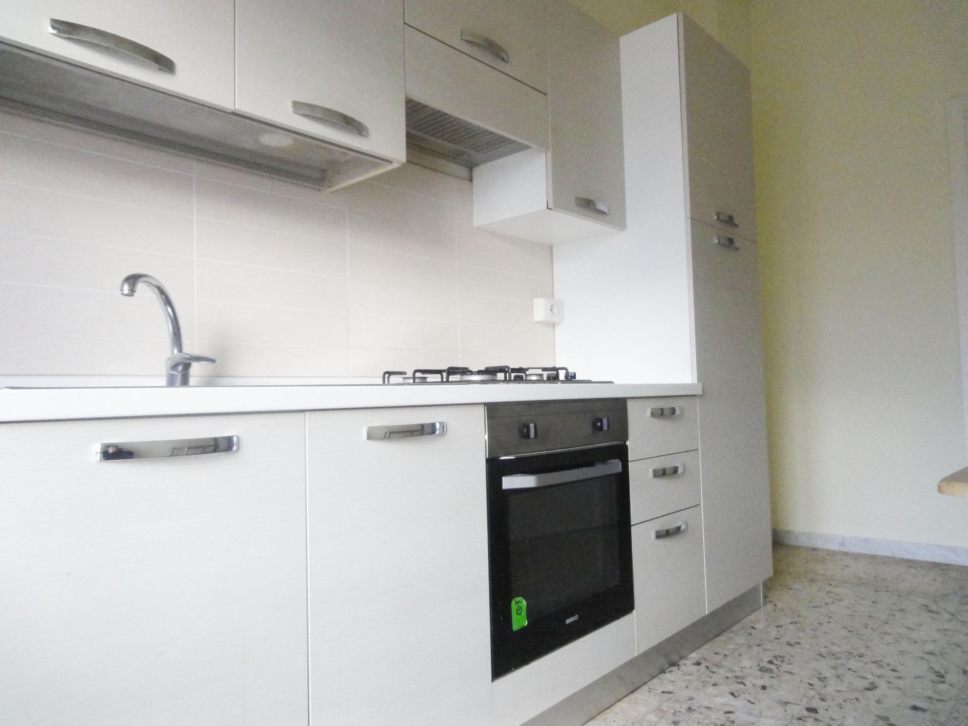 Appartamento in affitto a Pontedera, 6 locali, zona Località: Centro, prezzo € 550 | CambioCasa.it