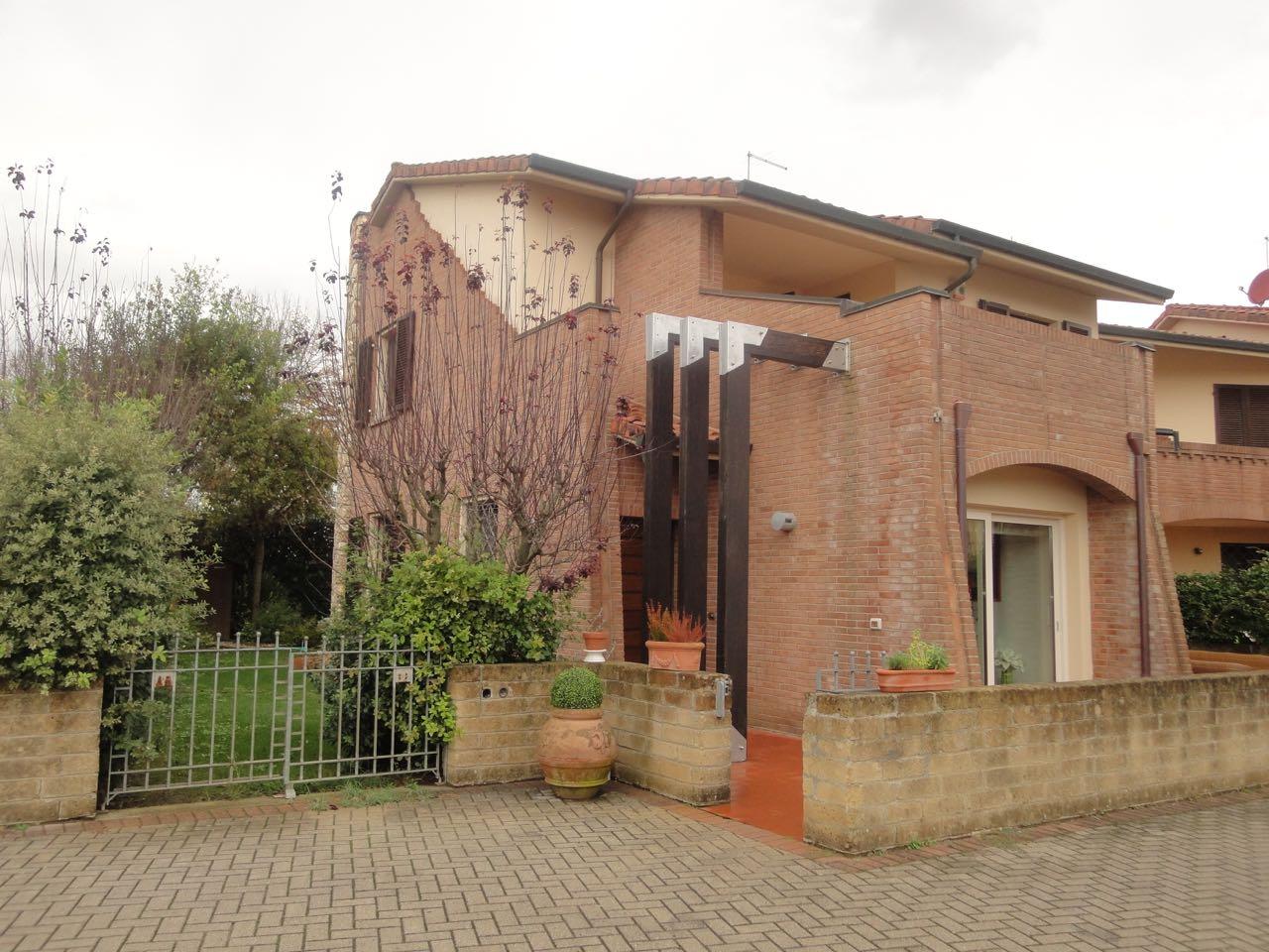 Villa a Schiera in vendita a Pontedera, 5 locali, prezzo € 360.000 | CambioCasa.it
