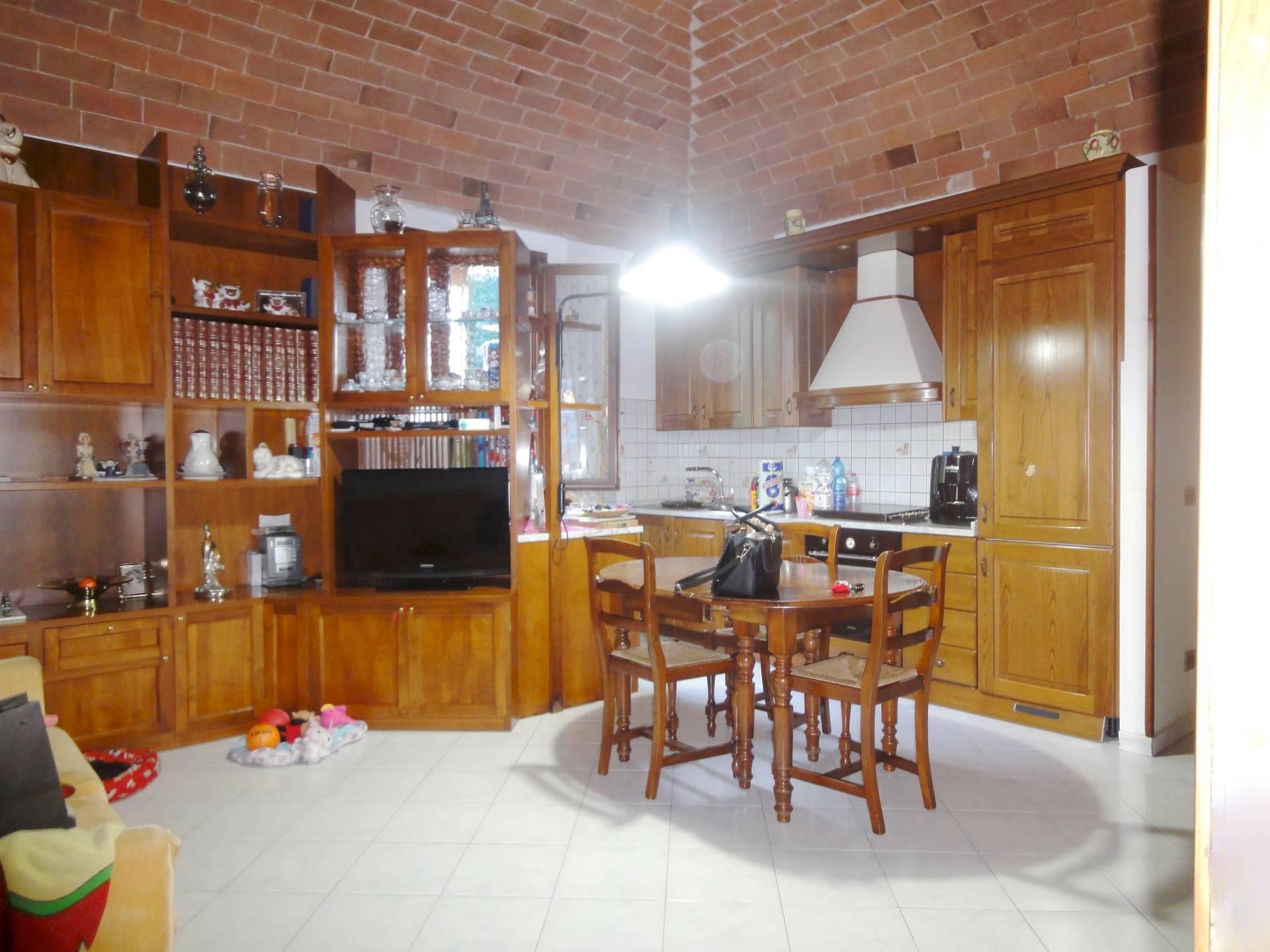 Appartamento in vendita a Pontedera, 3 locali, zona Località: LaRotta, prezzo € 65.000 | CambioCasa.it