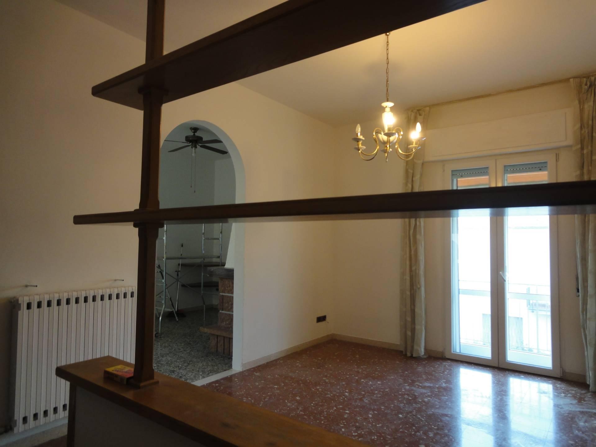 Appartamento in affitto a Pontedera, 5 locali, zona Località: Bellaria/V.leIVNovembre, prezzo € 590 | CambioCasa.it