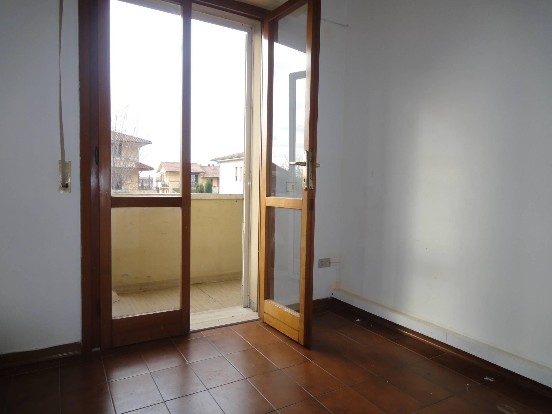 Appartamento in affitto a Pontedera, 6 locali, zona Località: IFabbri, prezzo € 450 | CambioCasa.it