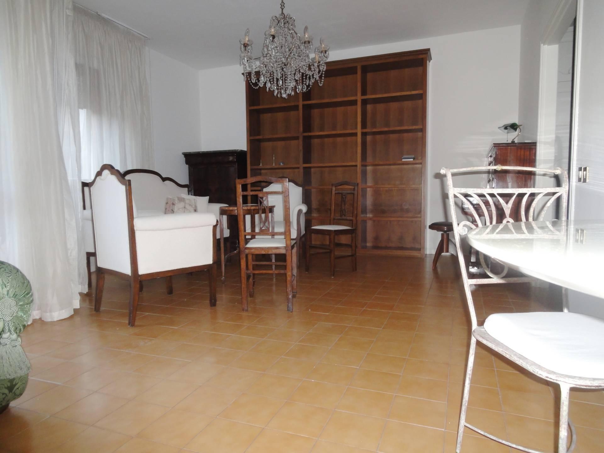 Appartamento in affitto a Pontedera, 4 locali, zona Località: Centro, prezzo € 600 | CambioCasa.it