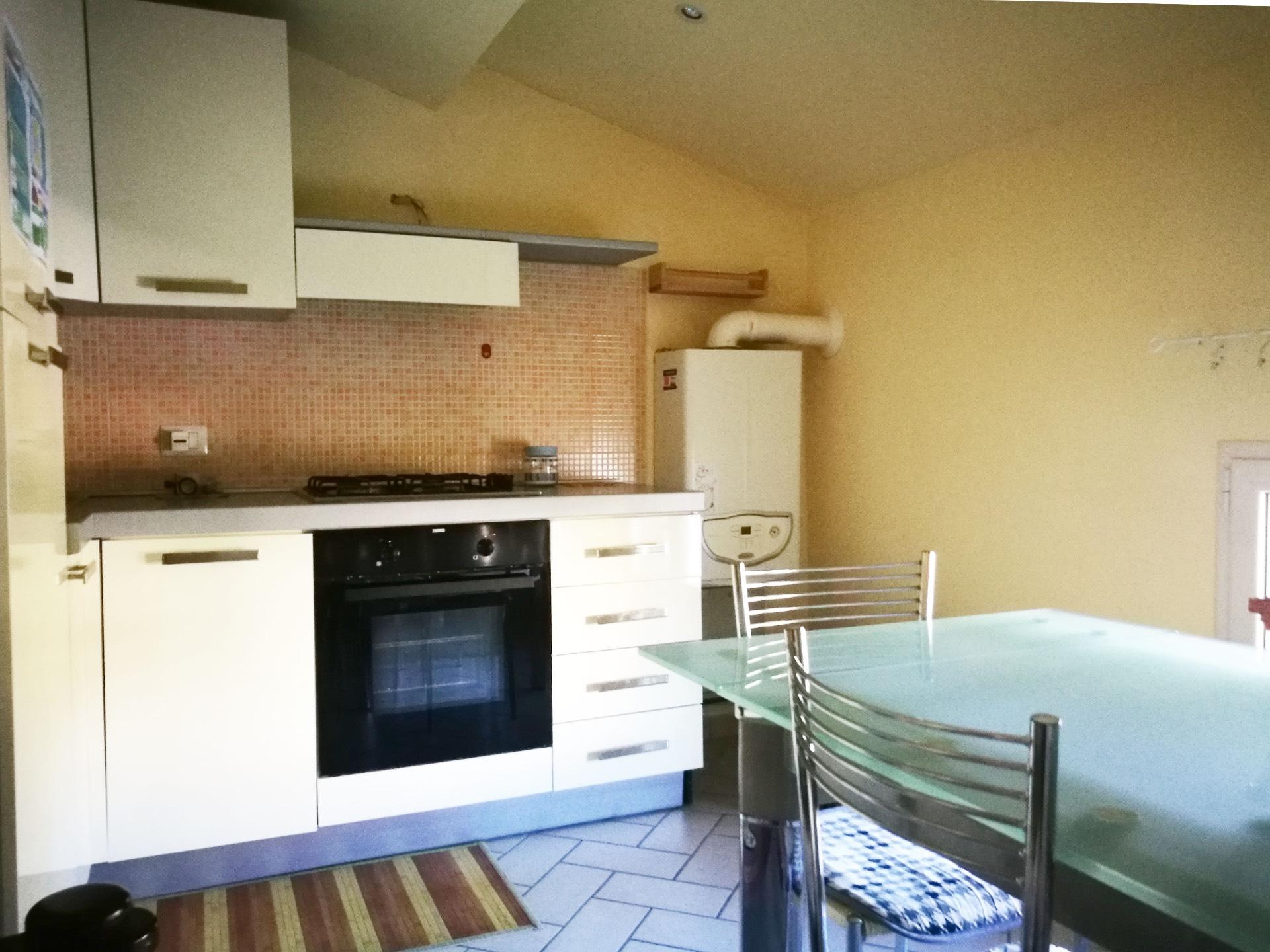 Appartamento in affitto a Pontedera, 2 locali, zona Località: Centro, prezzo € 450 | CambioCasa.it