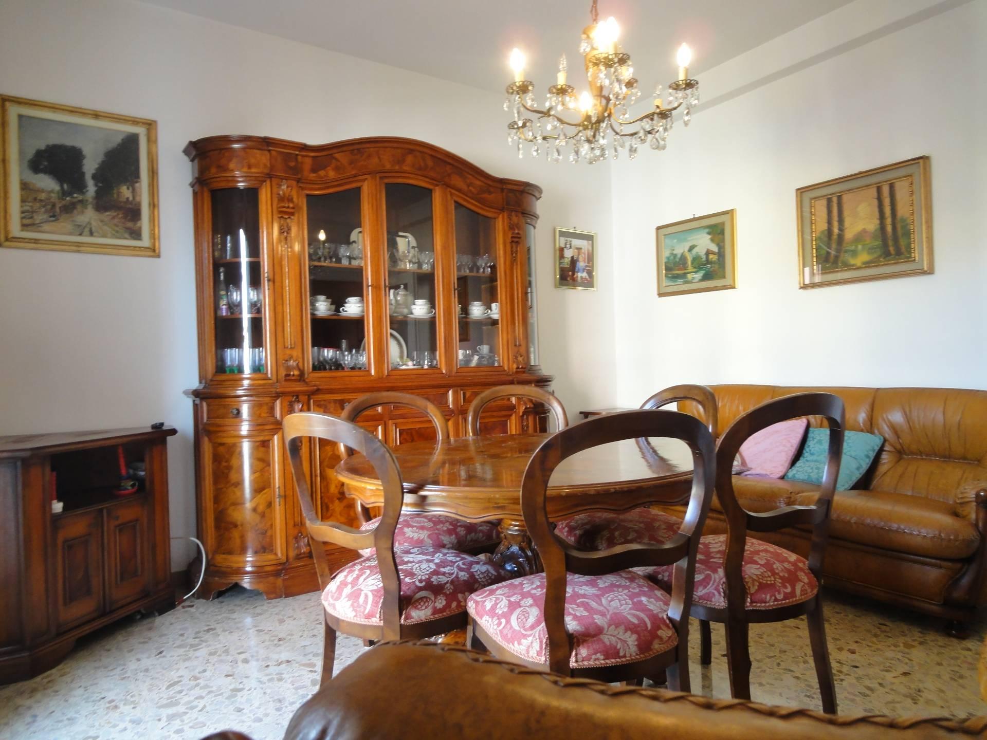 Appartamento in vendita a Pontedera, 6 locali, zona Località: Centro, prezzo € 98.000 | CambioCasa.it