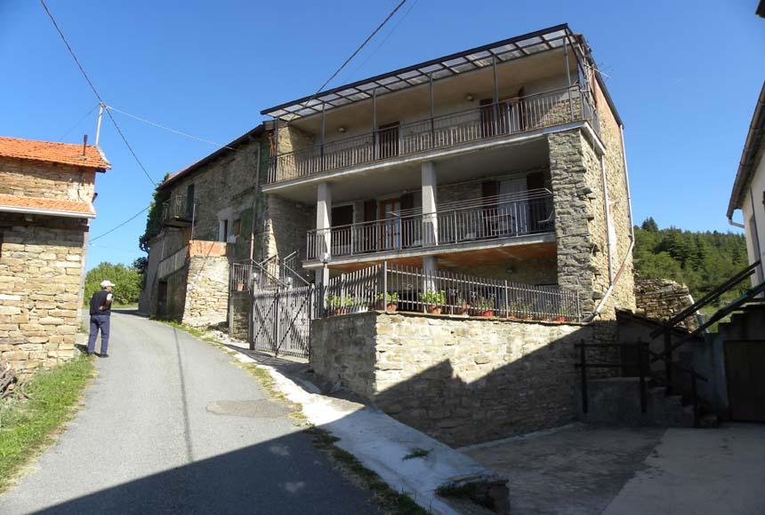 Casa - Semindipendente in Vendita a Roccaverano