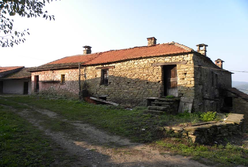 Country House (rustic) for Sale to Cortemilia