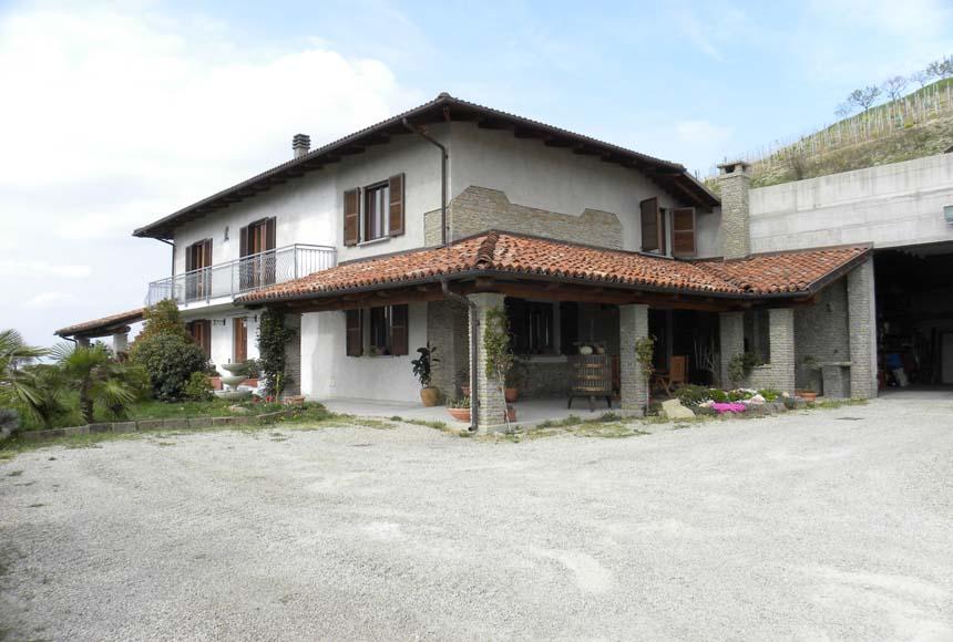 Villa / Villetta in Vendita a Castiglione Tinella