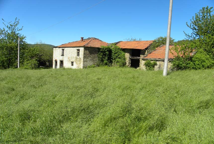 Casa Rustica - Semindipendente in Vendita a Castelletto Uzzone
