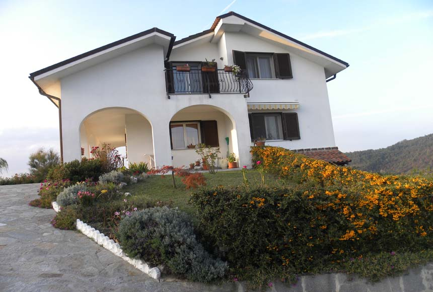 Mansion / Manor House for Sale to Millesimo