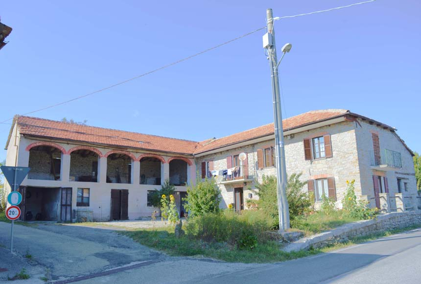 Casa in Vendita a Mombarcaro