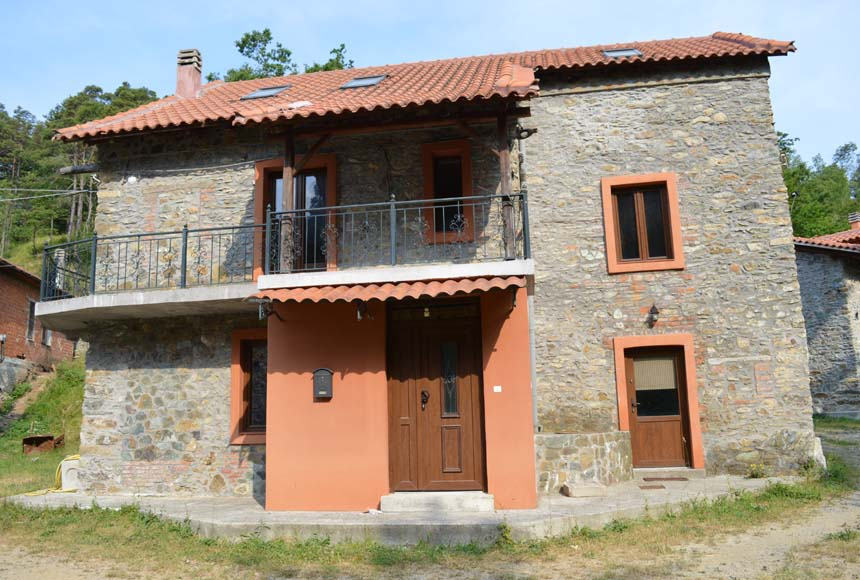 Villa / House for Sale to Giusvalla