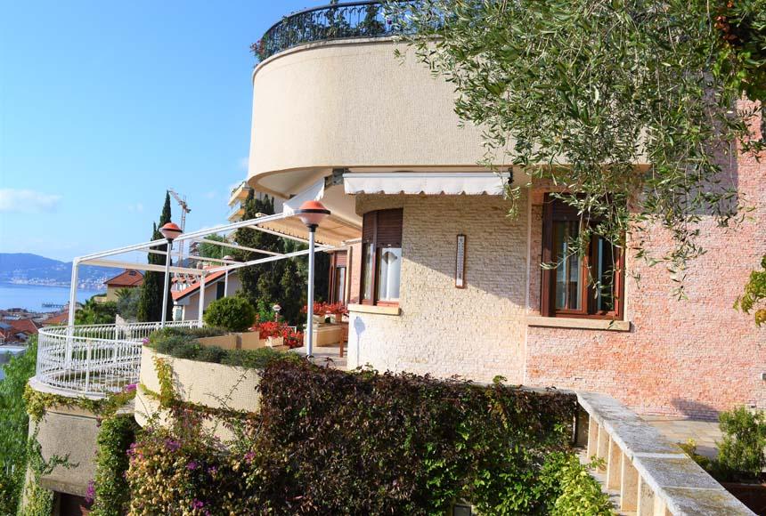 Villa Padronale - Semindipendente in Vendita a Alassio