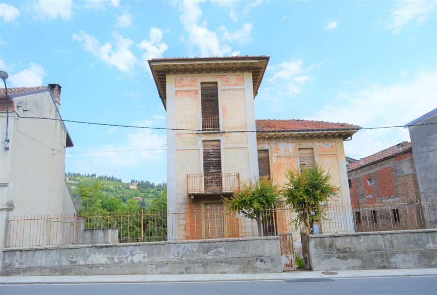 Villa / Villetta in Vendita a Canelli