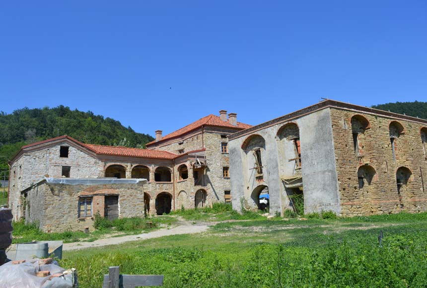 Country House (rustic) for Sale to Serole