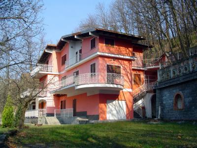 Villa Padronale in Vendita a Ponzone