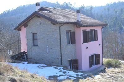 Villa / Villetta in Vendita a Giusvalla