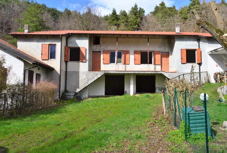 Casa - Semindipendente in Vendita a Sassello