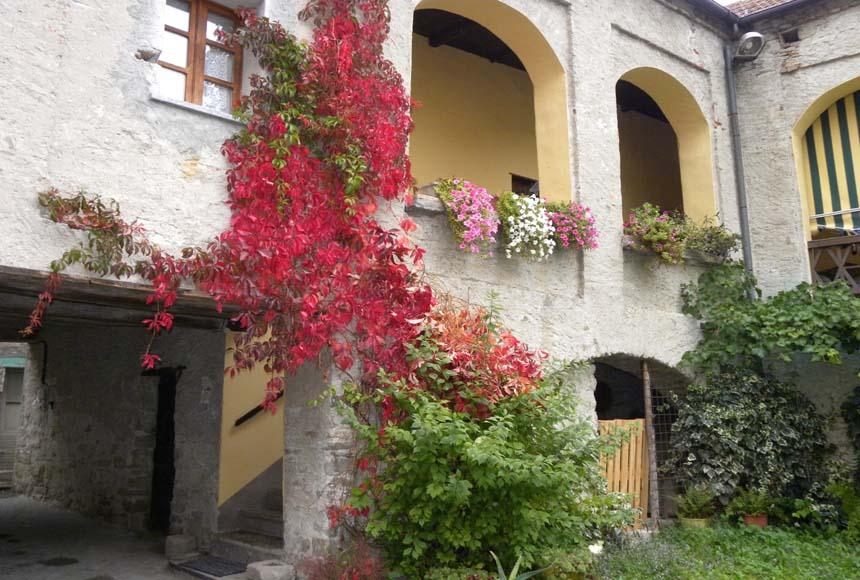 Haus - Halb Frei Stehend in Kauf bis Castelletto Uzzone