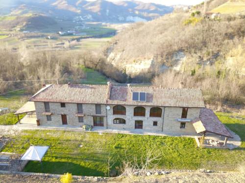 Farmhouse / Estate for Sale to Vesime