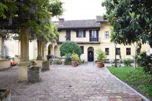 Bürgerhaus in Kauf bis Mombello Monferrato
