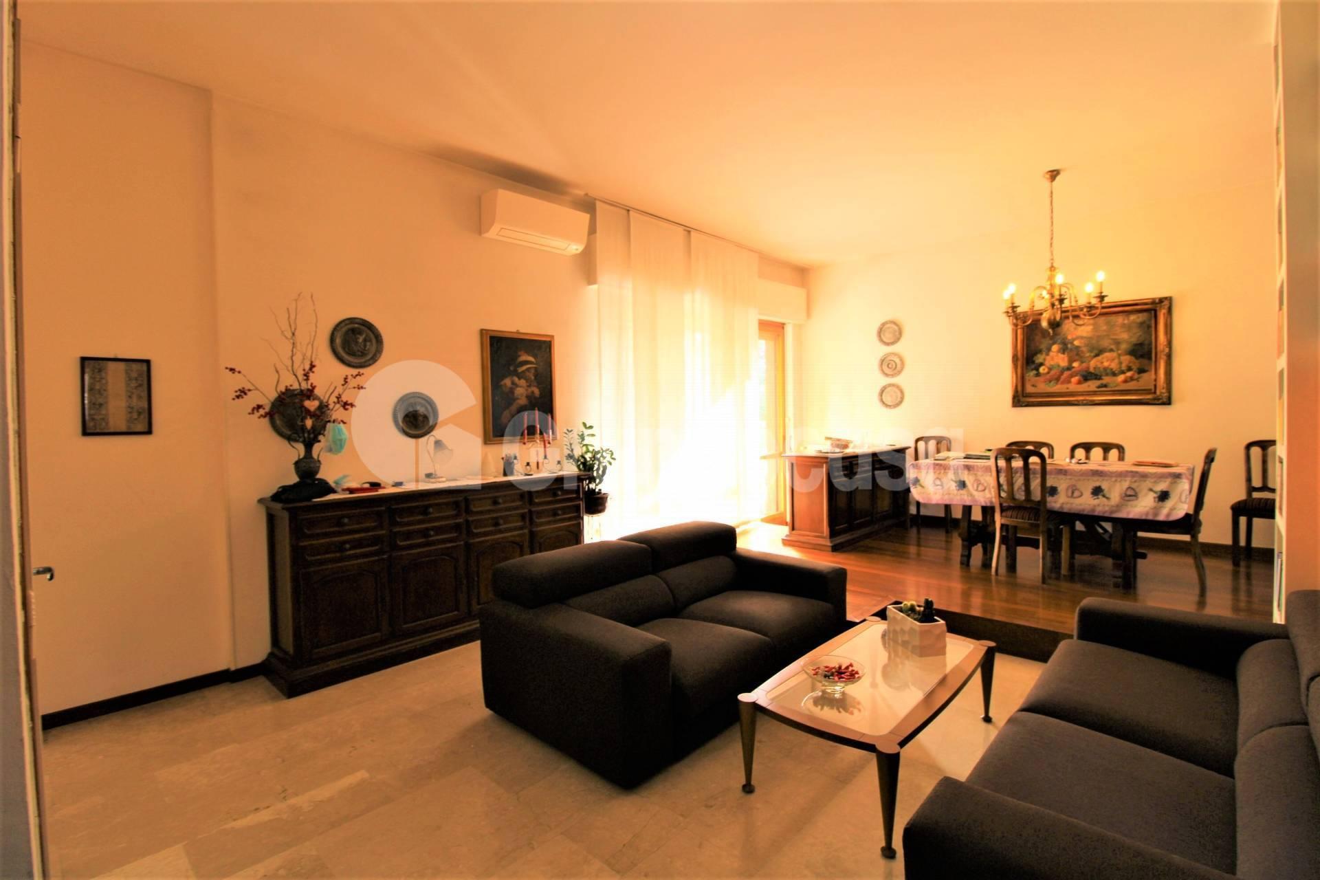 Appartamento in vendita a Arese, 4 locali, prezzo € 240.000 | CambioCasa.it