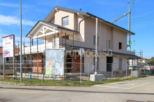 Appartamento in villa in Vendita a Bernate Ticino