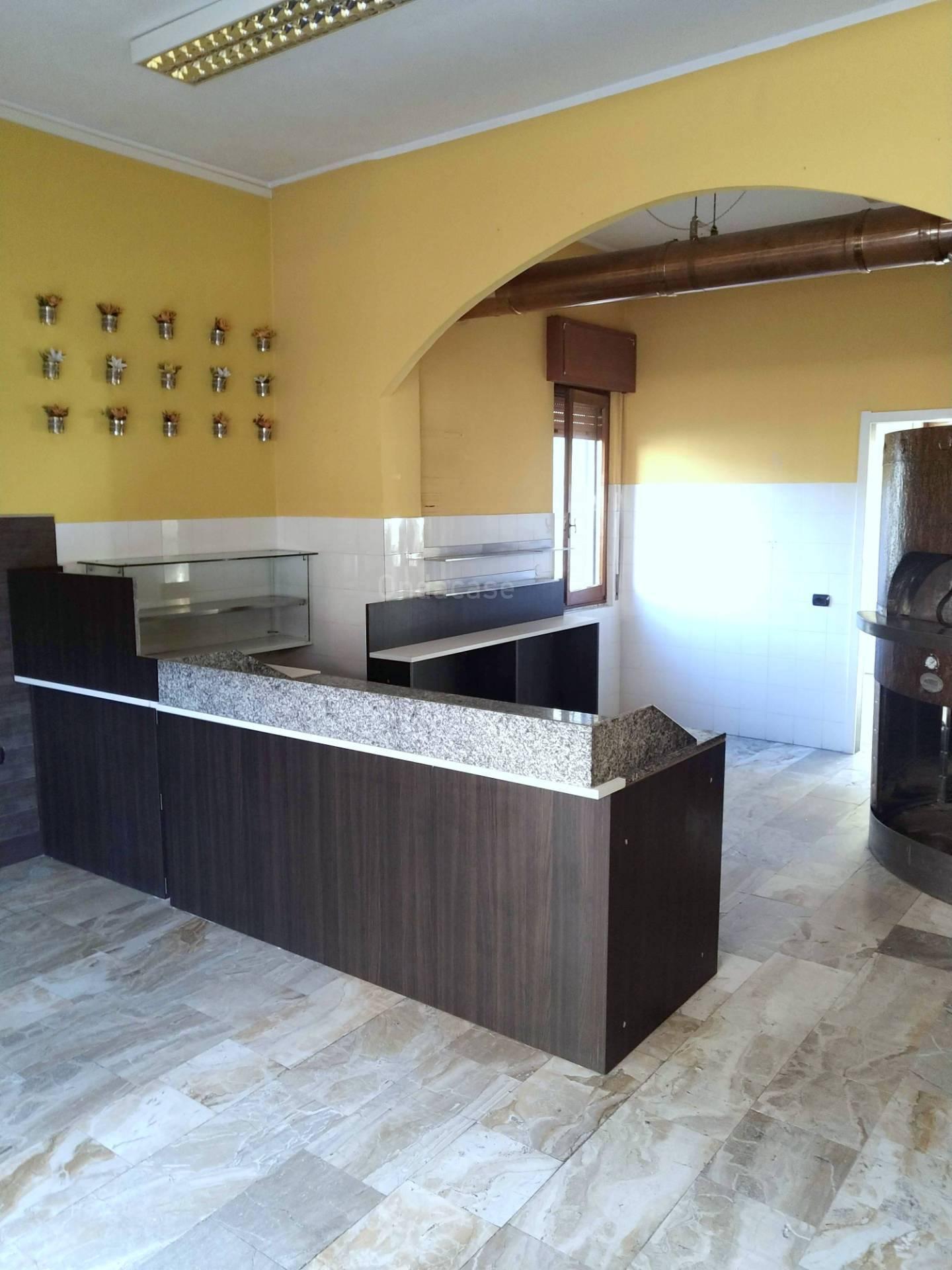 Negozio / Locale in affitto a Brembate, 9999 locali, prezzo € 550 | CambioCasa.it