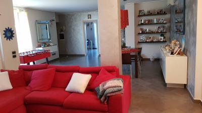 Porzione di Villa Bifamiliare in Vendita a Osio Sopra