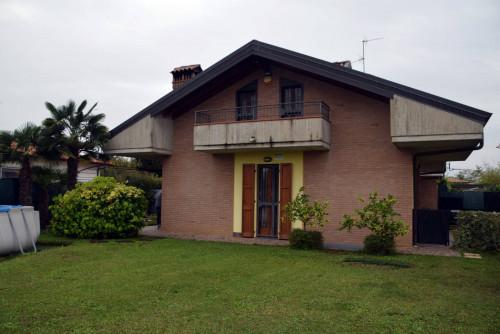 Villa in Vendita a Bonate Sopra