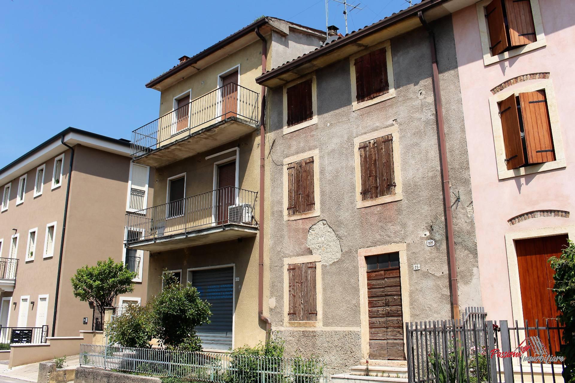 Villa in vendita a Grezzana, 15 locali, zona Località: Centro, prezzo € 490.000 | PortaleAgenzieImmobiliari.it