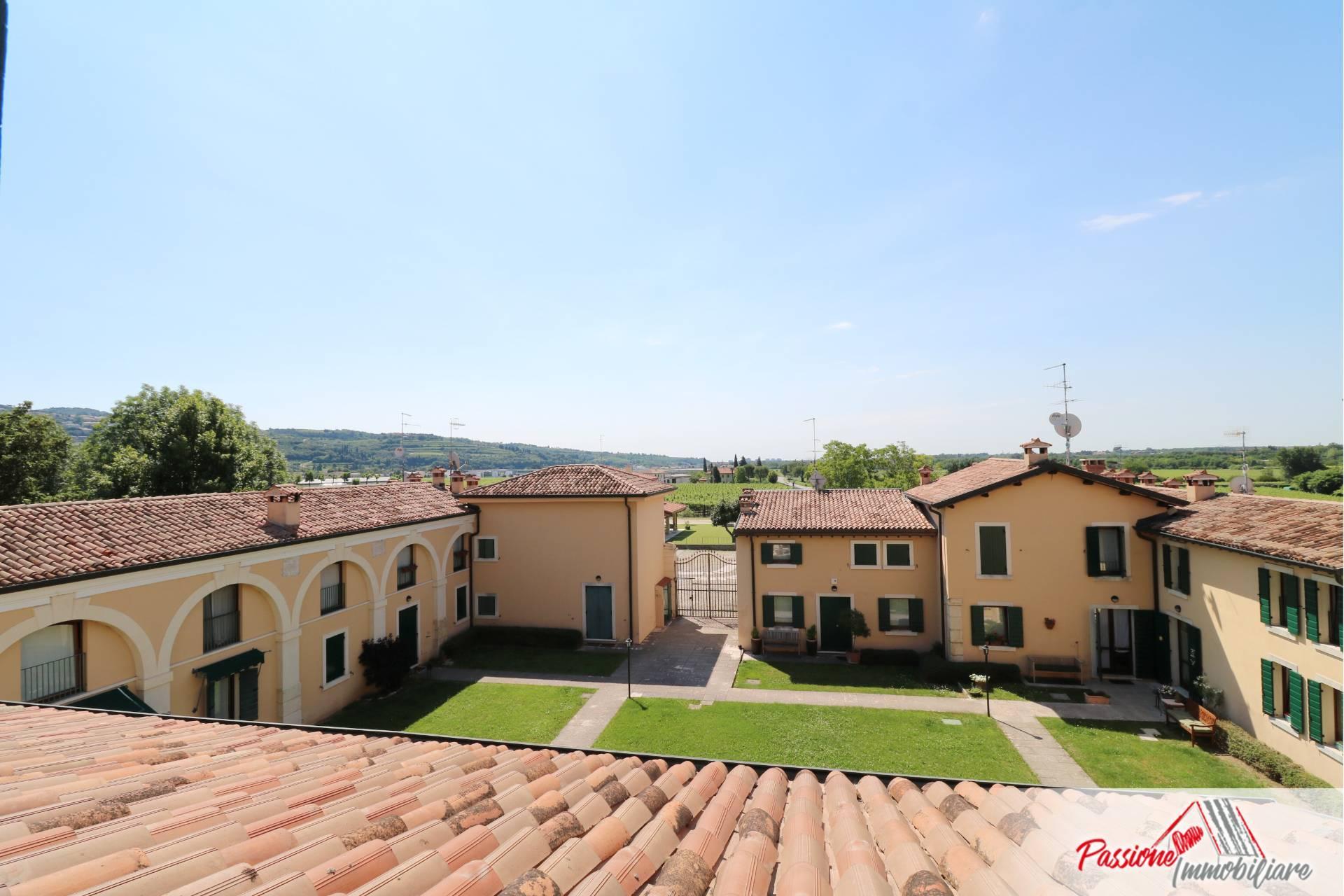 Villa a Schiera in vendita a San Pietro in Cariano, 6 locali, zona monte, prezzo € 497.000 | PortaleAgenzieImmobiliari.it