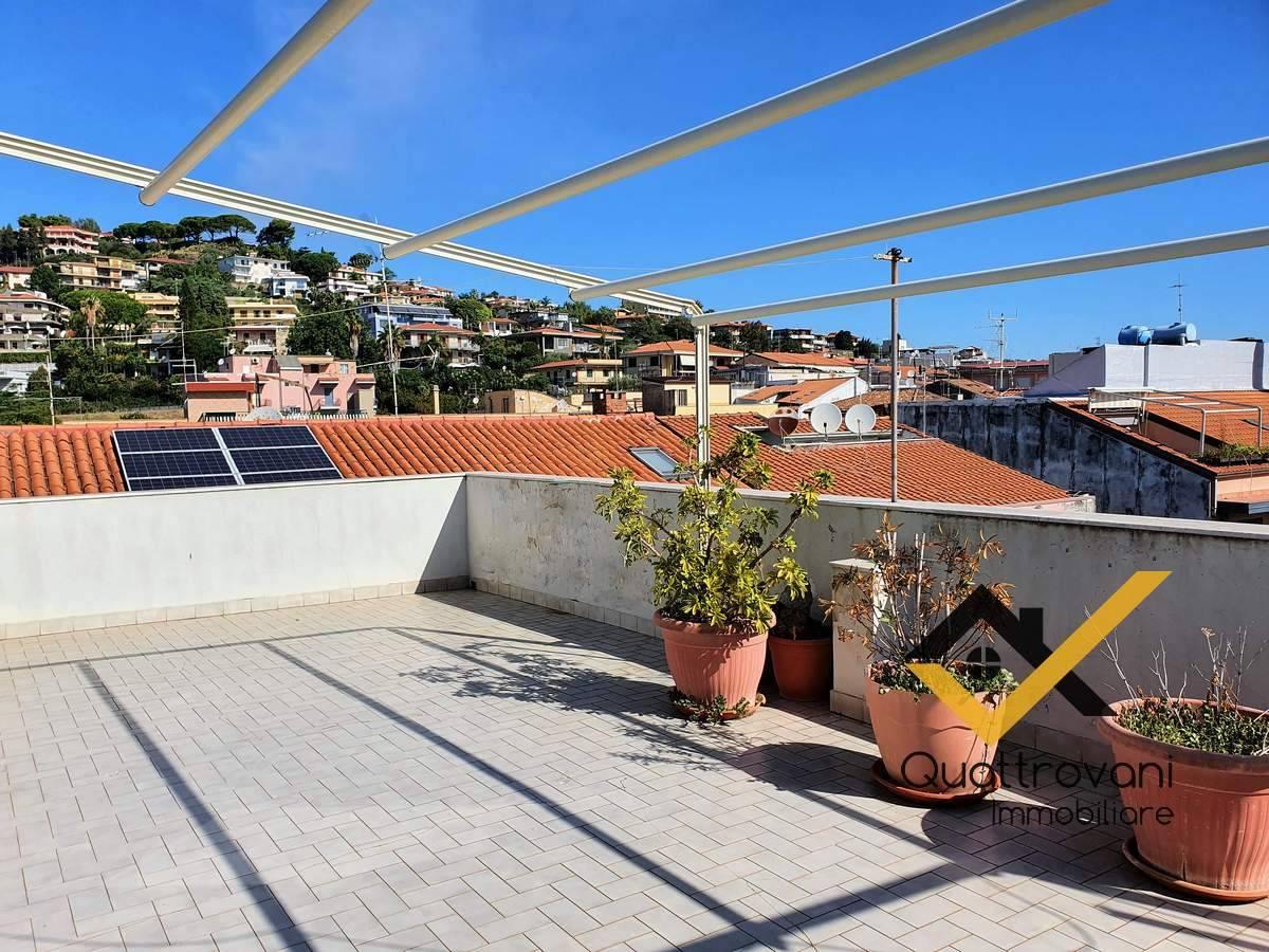 Appartamento in vendita a Aci Castello, 3 locali, zona rezza, prezzo € 289.000 | PortaleAgenzieImmobiliari.it