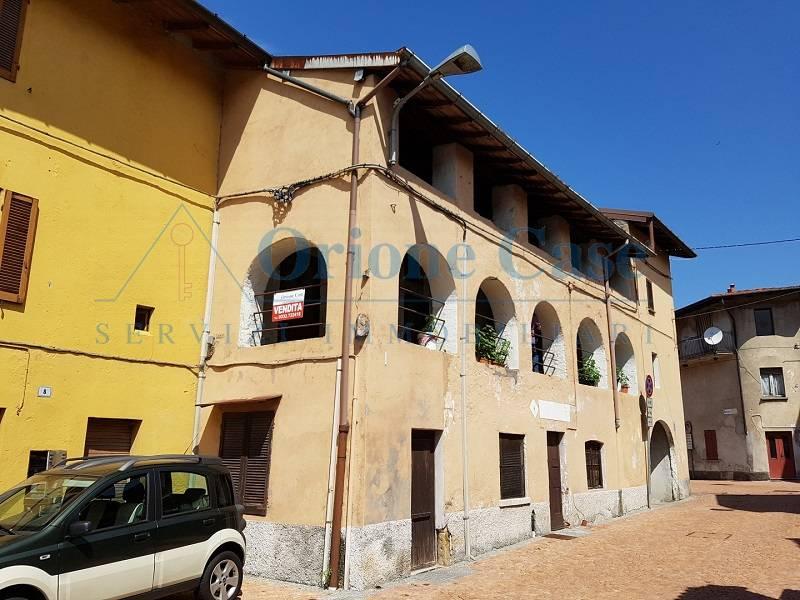 Palazzo / Stabile in vendita a Ferrera di Varese, 9 locali, prezzo € 75.000 | PortaleAgenzieImmobiliari.it