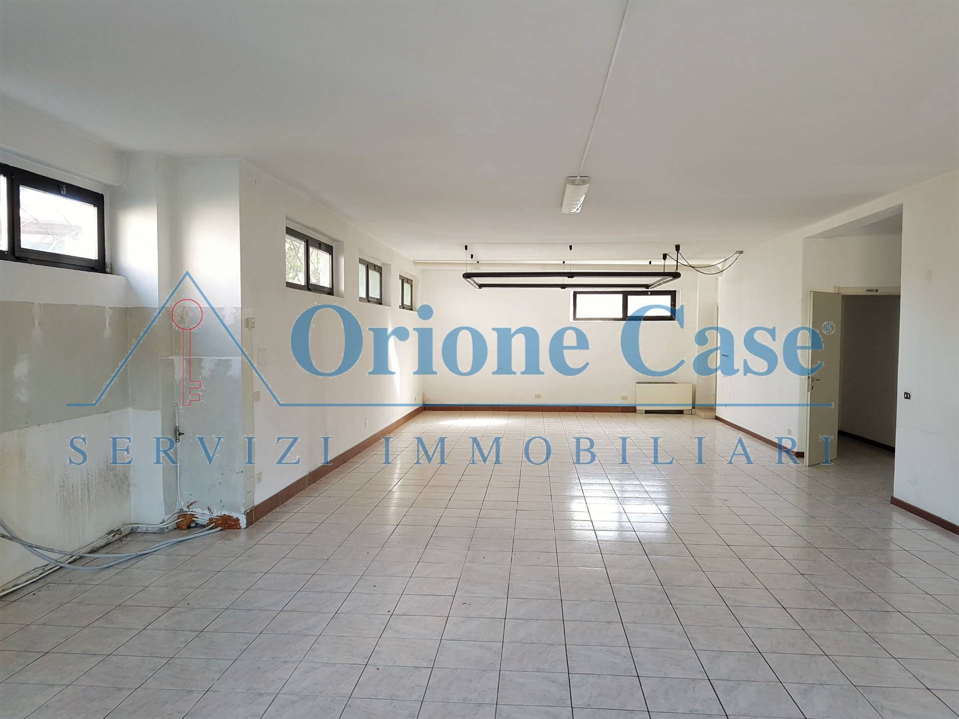 Negozio / Locale in vendita a Marchirolo, 9999 locali, prezzo € 130.000 | PortaleAgenzieImmobiliari.it