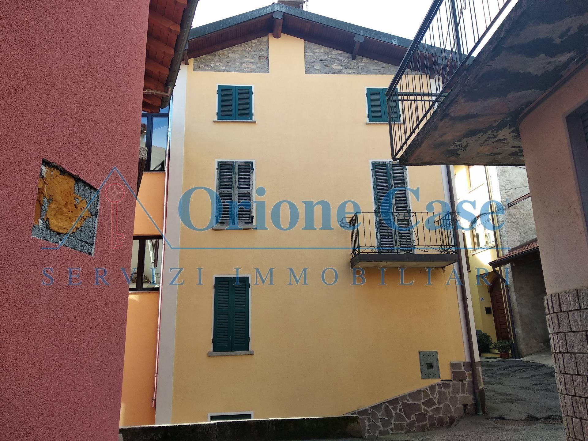 Soluzione Indipendente in vendita a Cadegliano-Viconago, 3 locali, prezzo € 75.000 | PortaleAgenzieImmobiliari.it