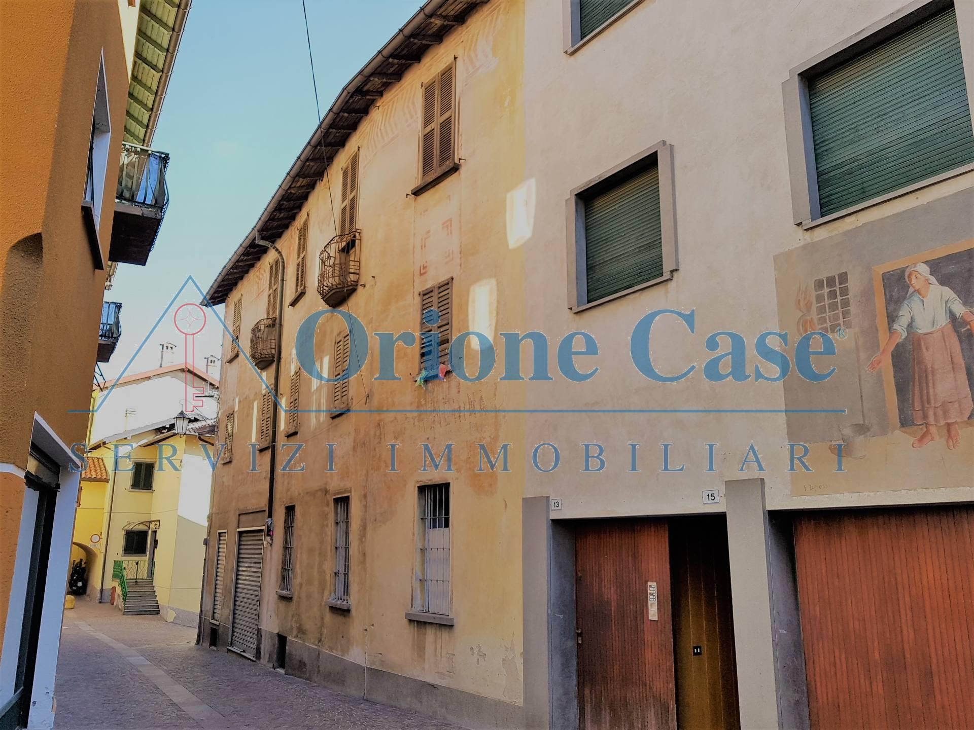 Soluzione Semindipendente in vendita a Marchirolo, 11 locali, zona Località: centrale, prezzo € 150.000 | PortaleAgenzieImmobiliari.it