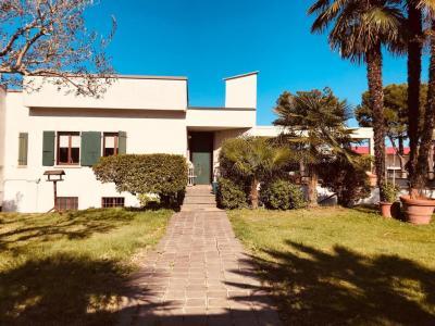 Casa indipendente con terreno in Vendita a Valeggio sul Mincio
