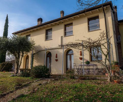 Casa indipendente con terreno in Vendita a Monzambano