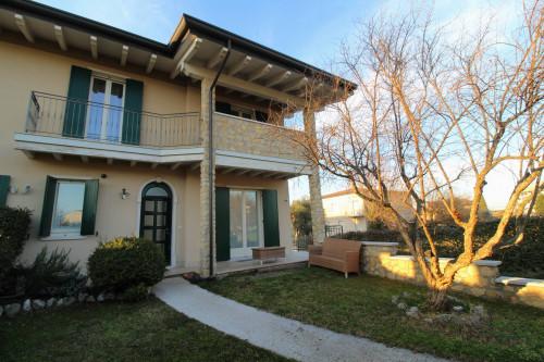 Villa bifamiliare in Affitto a Peschiera del Garda