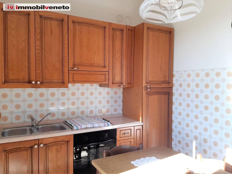 Appartamento in vendita a Campiglia dei Berici, 6 locali, prezzo € 55.000 | CambioCasa.it