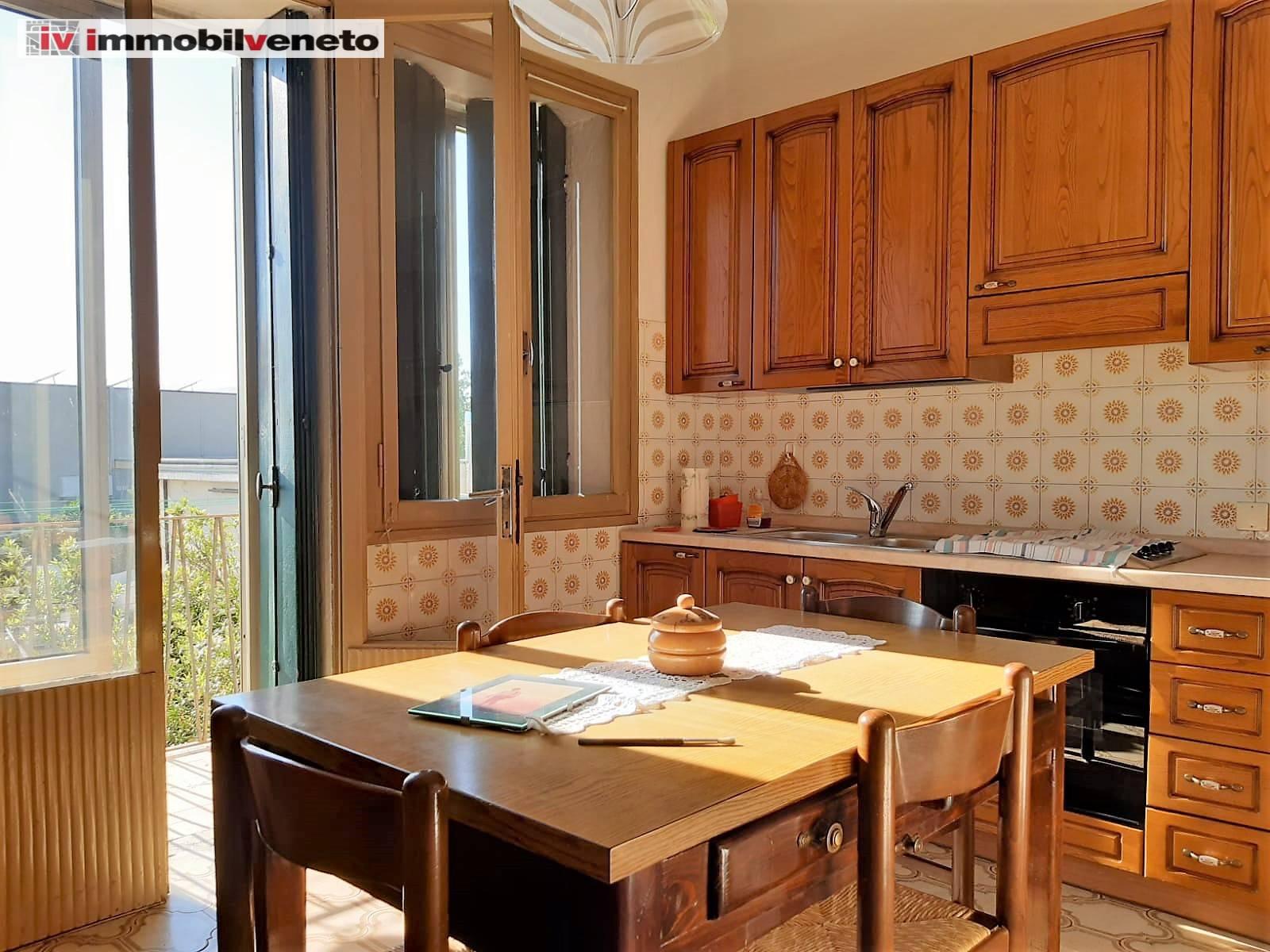 Appartamento in vendita a Campiglia dei Berici, 6 locali, prezzo € 55.000 | PortaleAgenzieImmobiliari.it