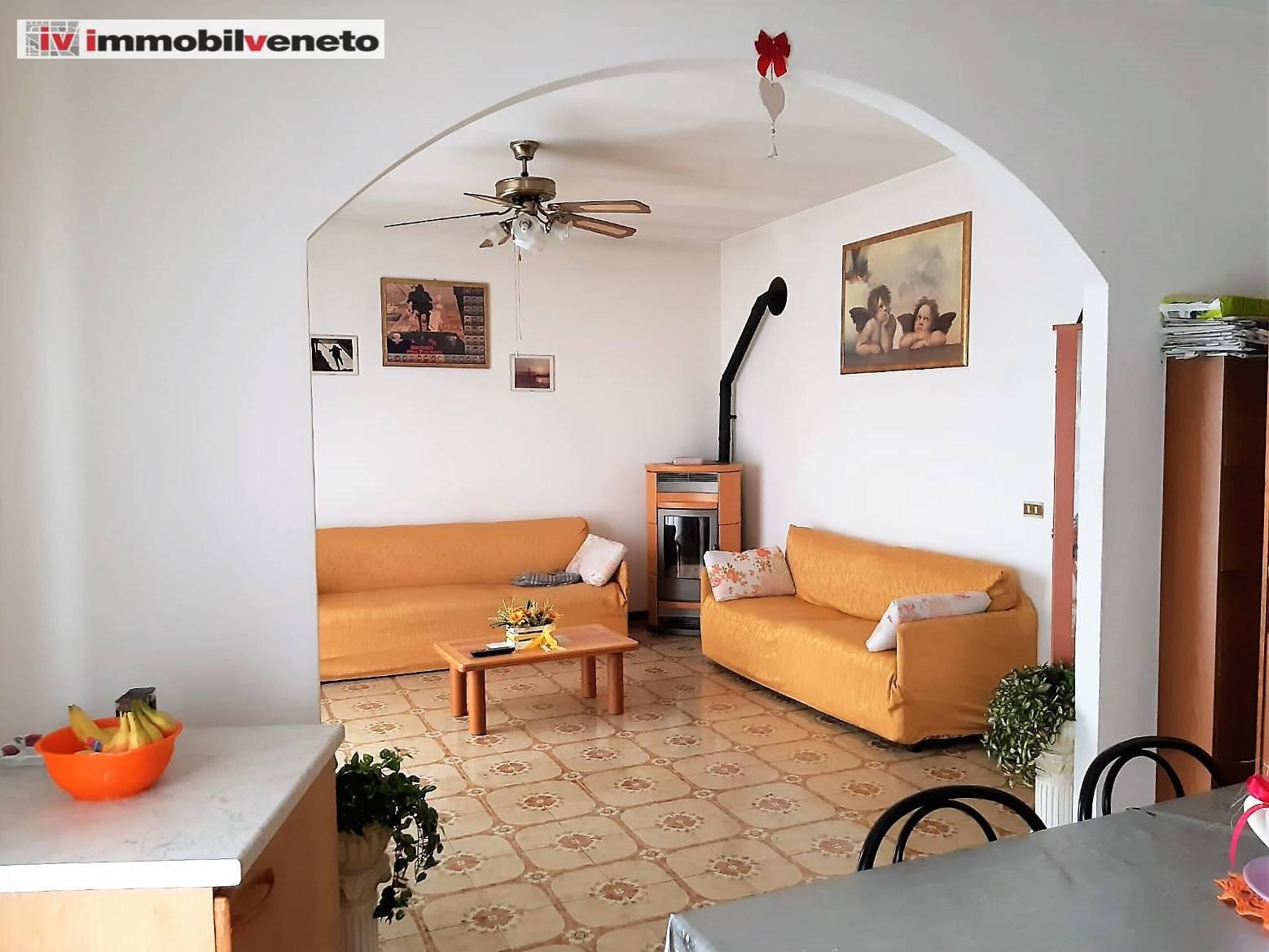 Appartamento in vendita a Sarego, 5 locali, prezzo € 78.000 | CambioCasa.it